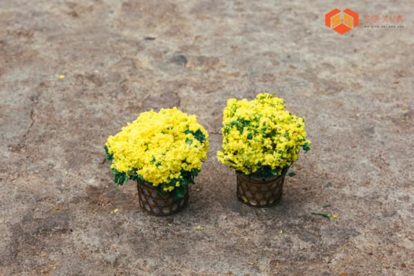 Cặp chậu cúc vàng nhỏ – Mô Hình Sài Gòn Xưa